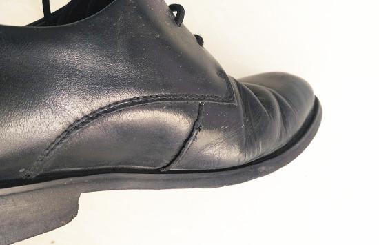 皮鞋开线情况