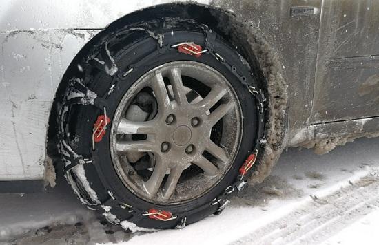 安装防滑链后的轮胎