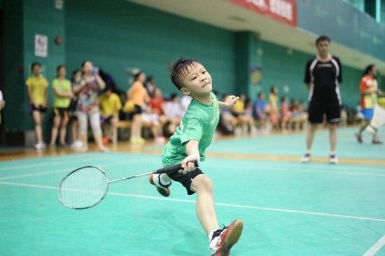 孩子学羽毛球有必要请私教吗?
