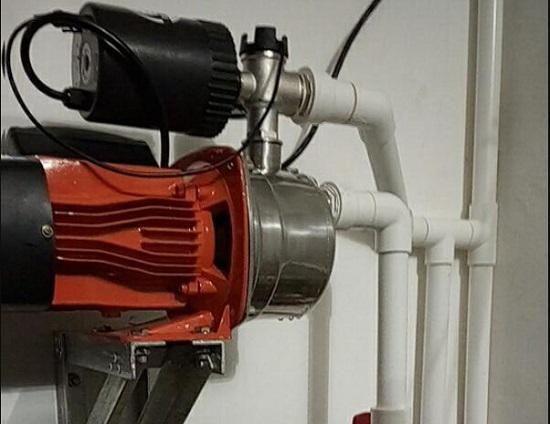 在自来水管路上安装增加泵