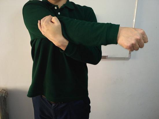 肩部的拉伸