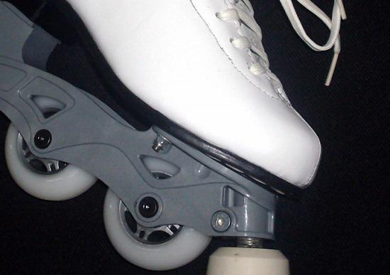 皮质外壳轮滑鞋