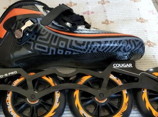 碳纤维外壳轮滑鞋