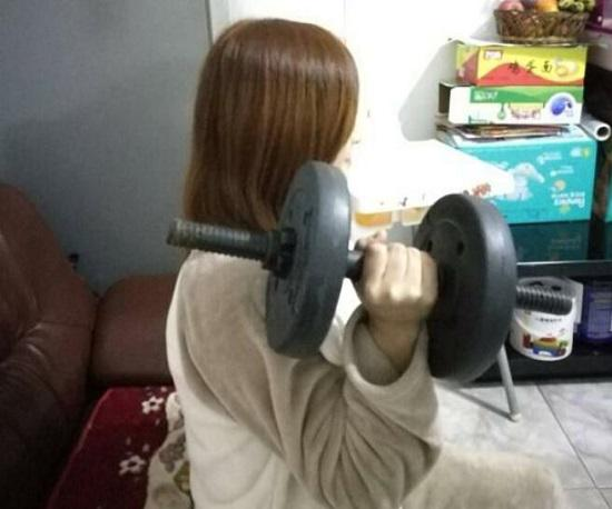 如何用哑铃来实施全方位的无氧训练