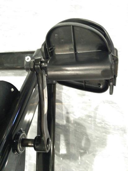 某品牌动感单车的塑料踏板