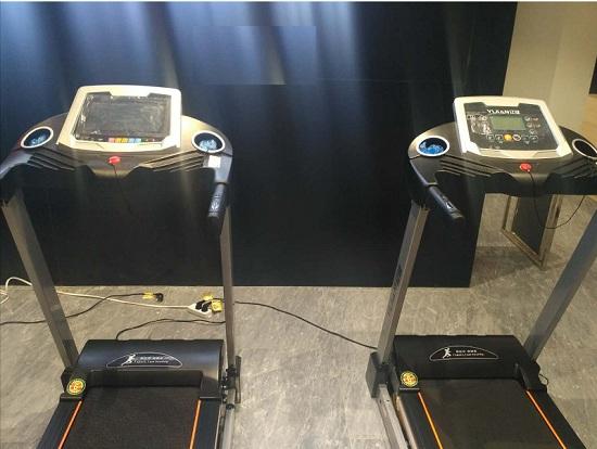 彩屏跑步机与蓝屏跑步机对比