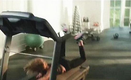 在跑步机上摔倒