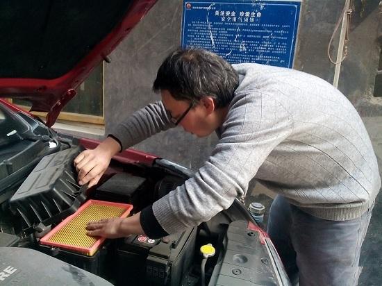 汽车空气滤芯多久换一次为好