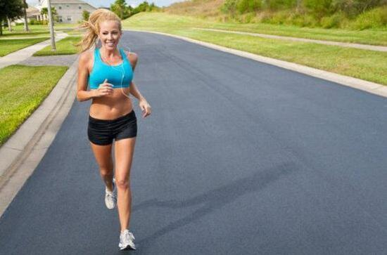 路跑比跑步机跑步消耗更大吗