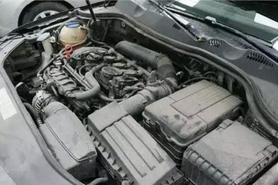 汽车发动机舱可以用水冲洗吗