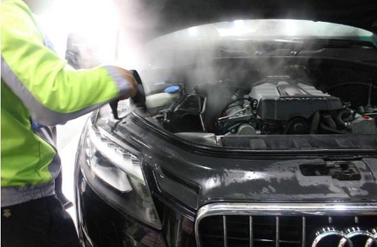 蒸汽设备清洗发动机舱