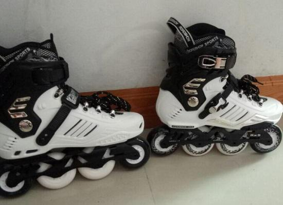 成人轮滑鞋