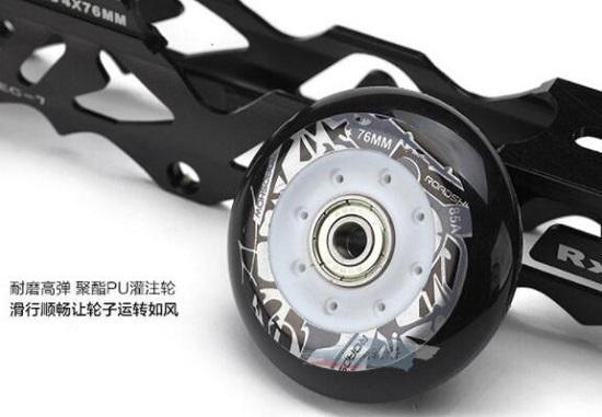 某成人轮滑鞋的轮子和刀架