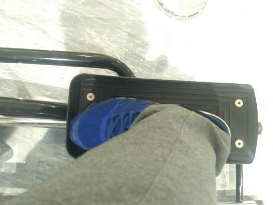 宽大的椭圆机踏板