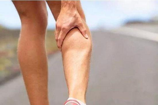 跑步时腿抽筋该怎么办?