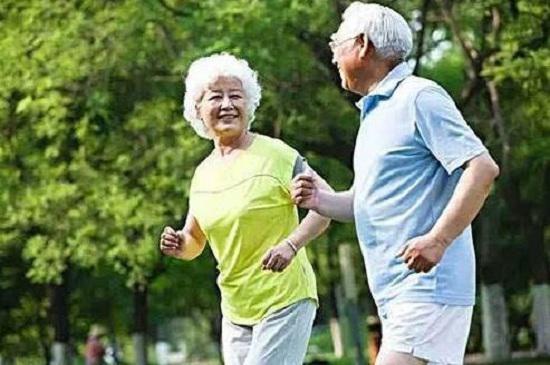 老年人跑步